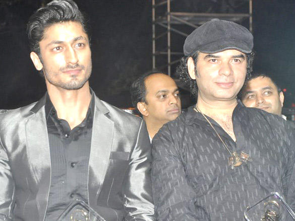 Mohit Chauhan at FICCI Frames Excellence Awards 2012