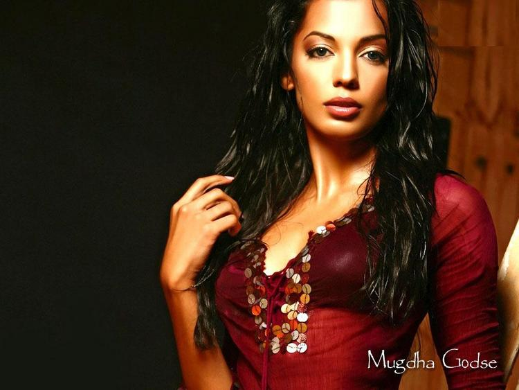Mugdha Godse Latest Glamour Wallapper