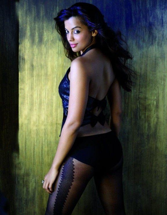 Mugdha Godse Sexy Back Exposing Wallpaper