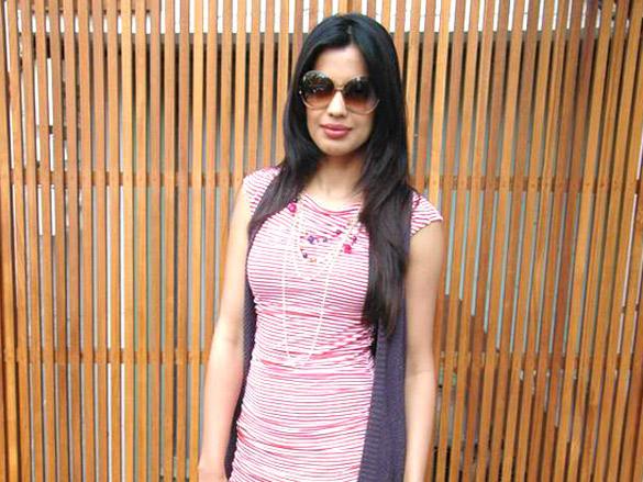 Mugdha Godse looks hot with pink dress