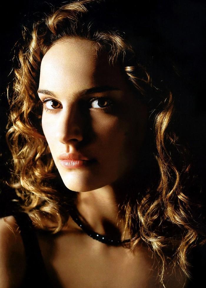 Natalie Portman Curly Hair Style Glamour Still