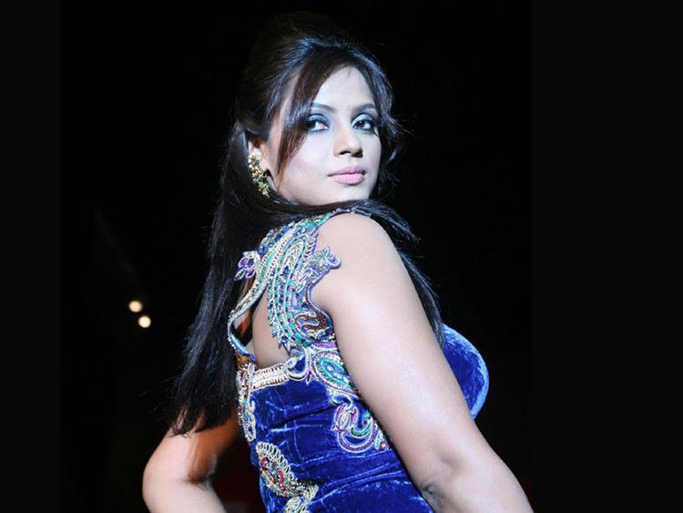 Neetu Chandra Sexy Back Exposing Wallpaper