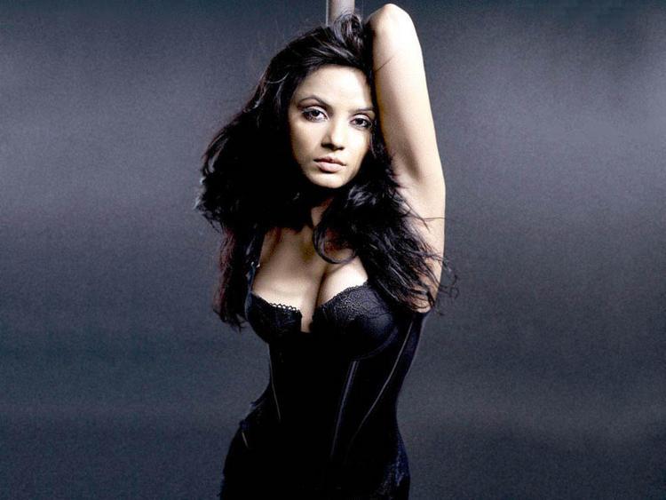 Neetu Chandra Sexy Boob Show Wallpaper