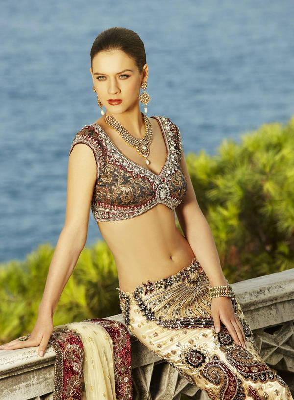 Neha Dalvi Gorgeous Half Saree Still