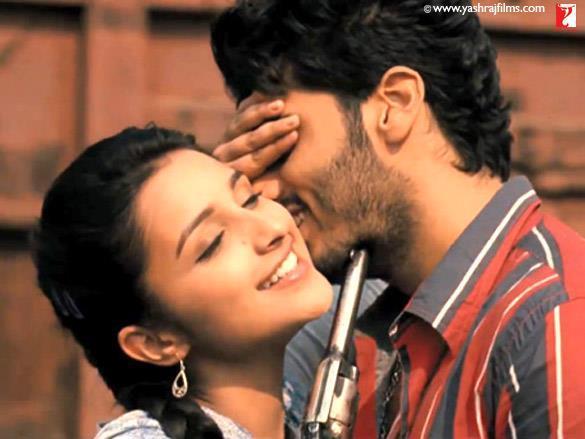 Parineeti Chopra,Arjun Kapoor Romance Pic From Ishaqzaade