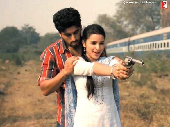 Parineeti Chopra,Arjun Kapoor Romance Pic In Ishaqzaade