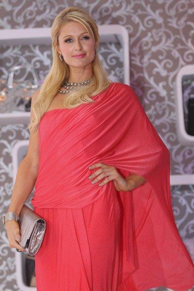 Paris Hilton Sizzling Still With Sexy Saree