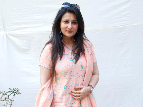 Poonam Dhillon with pink dress At Jamnabai Bonsai Show