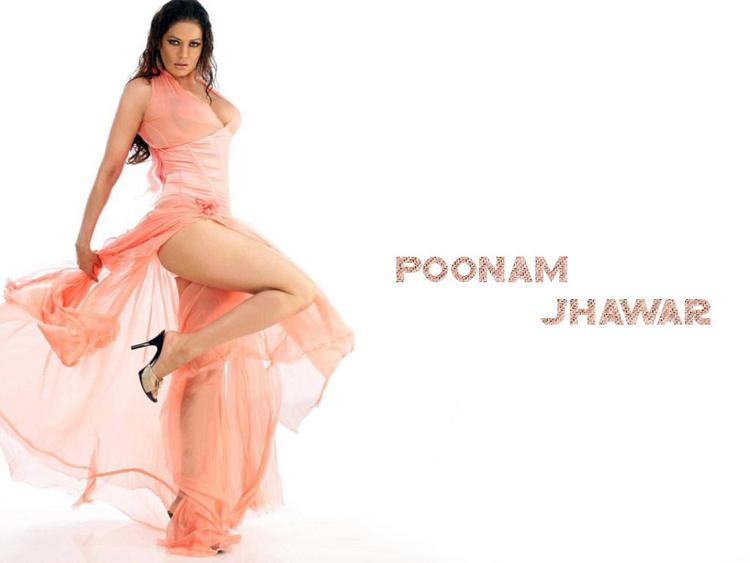 Poonam Jhawar Showing Her Milky Legs Pic