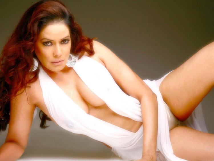 Poonam Jhawar White Dress Boob Show Wallpaper