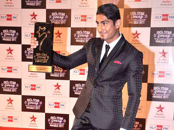 Prateik Babbar With Big Star Young Entertainer Awards 2012