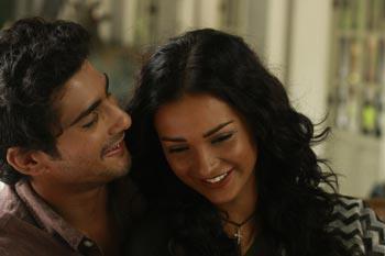 Prateik and Amy - Stills from Ek Tha Deewana