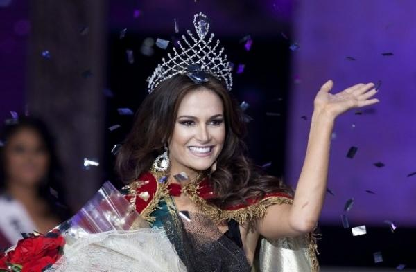 2nd runner up - Priscila Machado - Miss Brazil