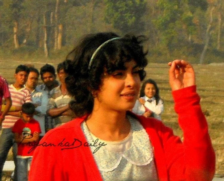 Priyanka Chopra Hair Style On The Sets Of Barfi