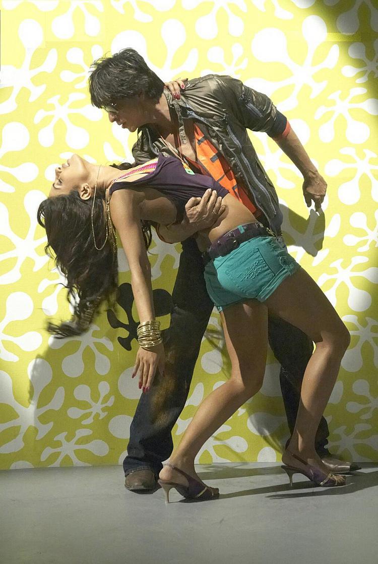Priyanka Chopra and Shahrukh Khan Hot Wallpaper