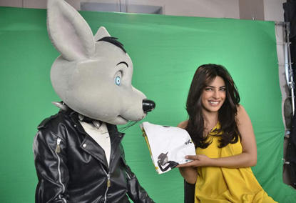 Priyanka Exclusive on 9X Music to Promote Agneepath