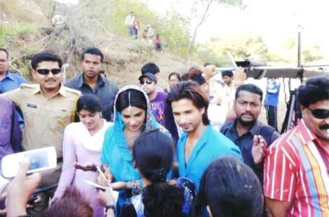 Priyanka and Shahid On Sets of Their New Movie Teri Meri Kahani