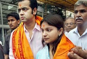 Rahul Mahajan and Dimpy at Siddhivinayak Temple