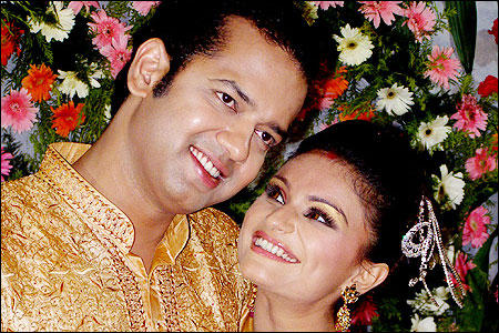 Rahul and Dimpy Sweetens Up After Marriage