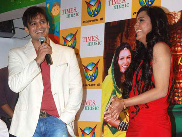 Rajnigandha Shekhawat and Vivek Oberoi at 'Banna Re'  album launch