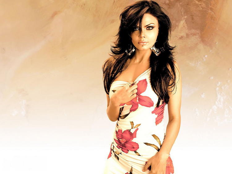 Rakhi Sawant Hot Romantic Look Wallpaper