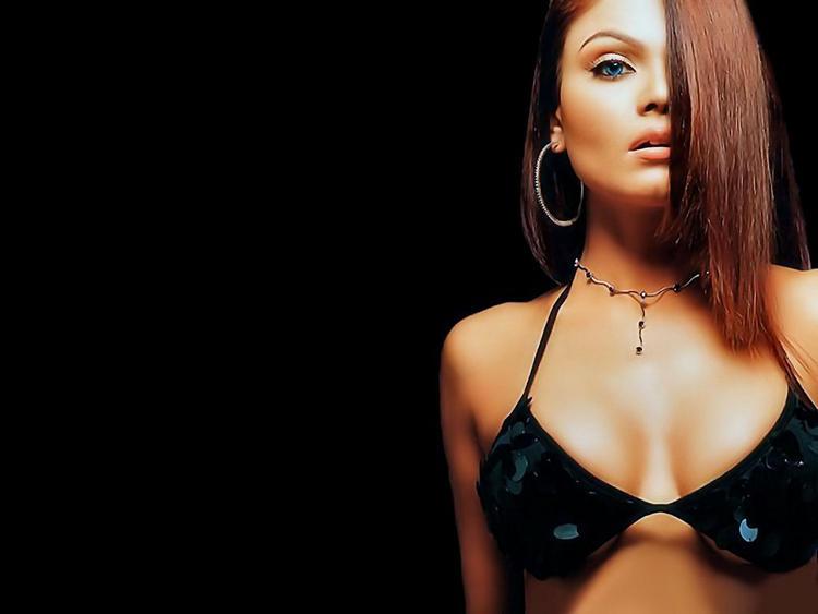 Rakhi Sawant In Bikini Glamour Wallpaper