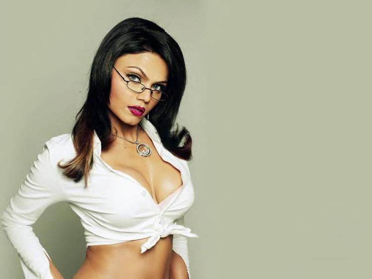 Rakhi Sawant Sexy Cleavages Show Wallpaper