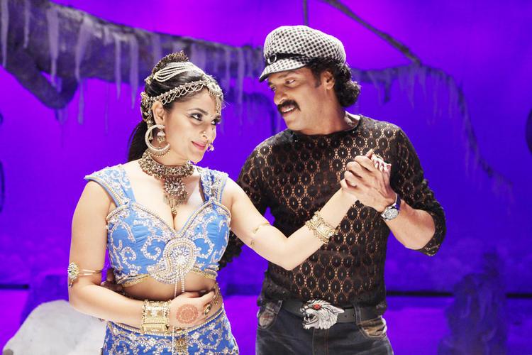 Ramya,Upendra Romance Still in Katari Veera Surasundarangi