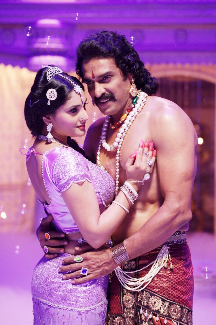 Ramya,Upendra Sexy Still in Katari Veera Surasundarangi