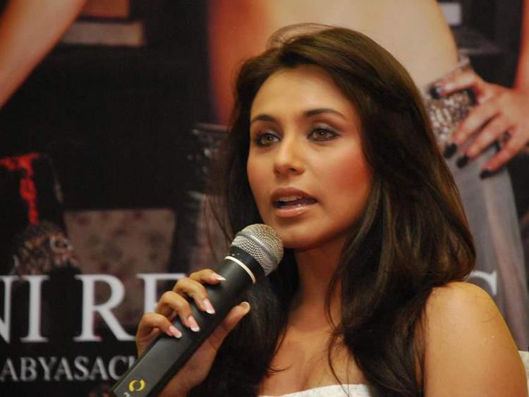 Rani Mukherjee Beautiful Face Look Wallpaper