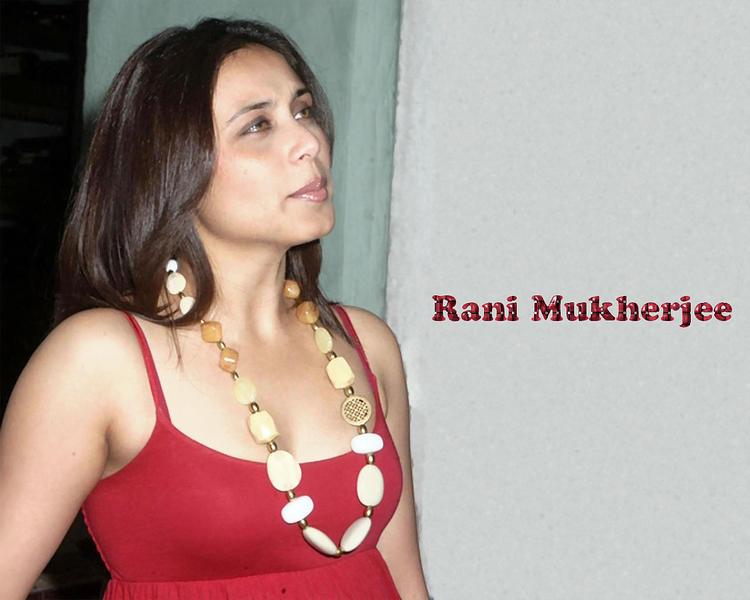 Rani Mukherjee Close Up Face Look Wallpaper