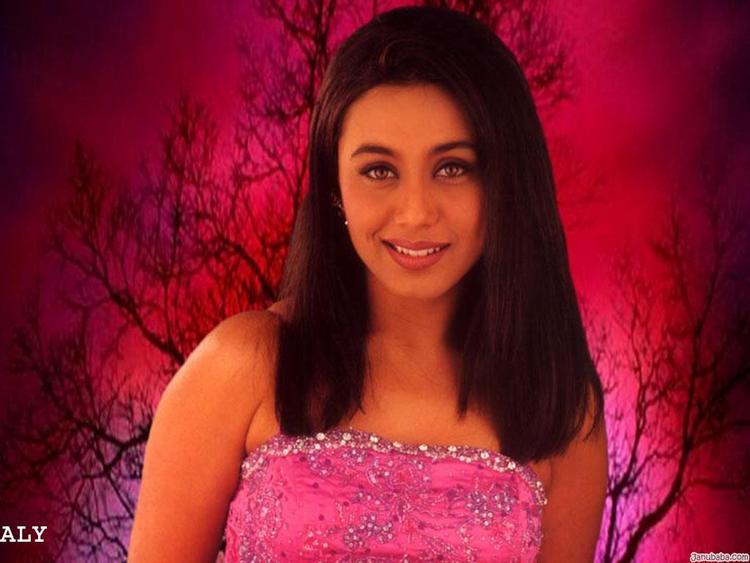 Rani Mukherjee Gorgeous Beauty Face Wallpaper
