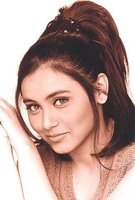 Rani Mukherjee Latest Hair Style Cute Face Wallpaper