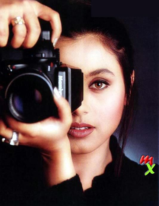Rani Mukherjee With Camera Latest Wallpaper