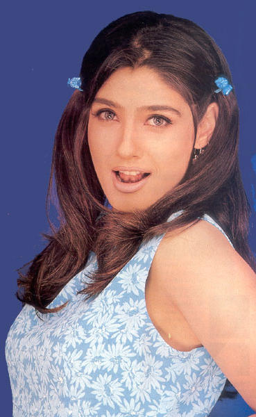 Raveena Tandon Cute Hair Style Wallpaper