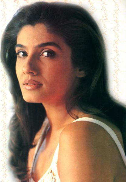 Raveena Tandon Glamour Side Face Look Wallpaper