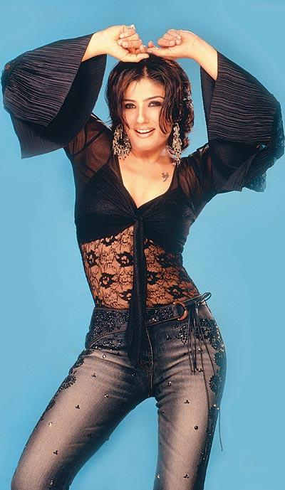 Raveena Tandon Hot Dressing Wallpaper