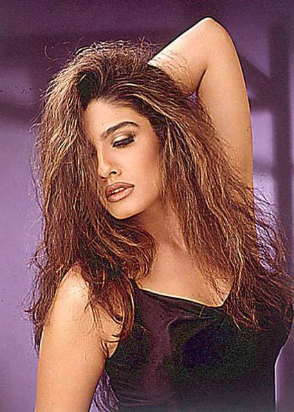 Raveena Tandon Latest Romancing Wallpaper