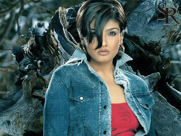 Raveena Tandon Short Hair Wallpaper