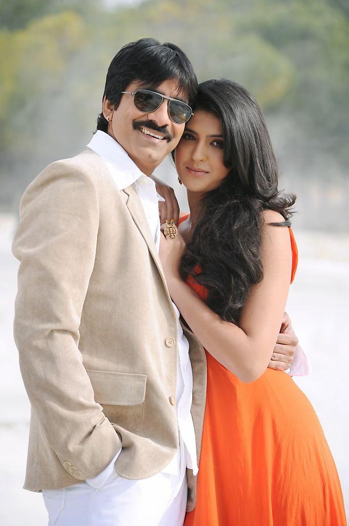 Ravi Teja,Deeksha Seth in Nippu directed by Gunasekhar