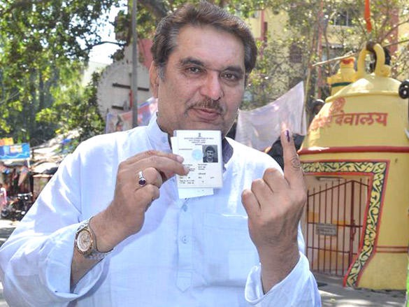 Raza Murad flashes his fingers after casting his vote