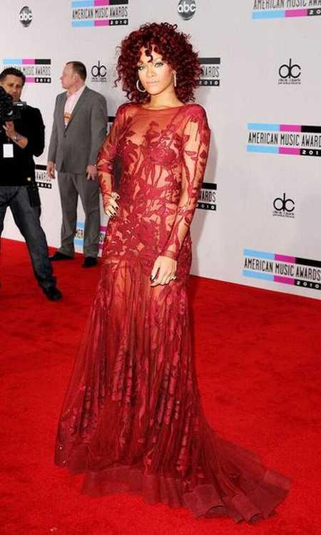 Rihanna Amazing Gown Still in American Music Awards