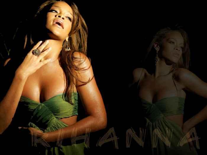 Rihanna Open Boob Show Latst Romancing Photo Shoot
