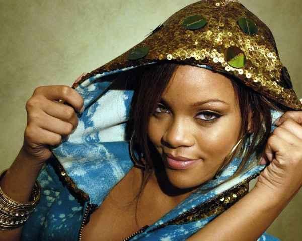 Rihanna Sexy Face Still