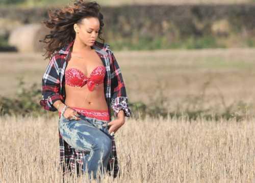 Rihanna Sexy Navel Show Photo Shoot