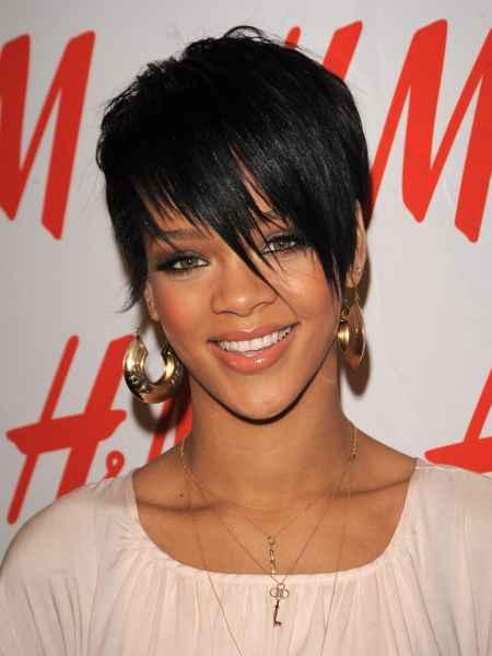 Rihanna Short Hair Beauty Smile Pic