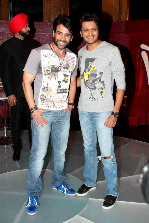 Riteish Deshmukh,Tusshar Kapoor Poses To Photo Shoot