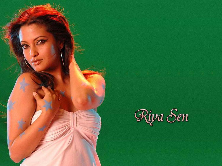 Riya Sen Green Backgroud Wallpaper