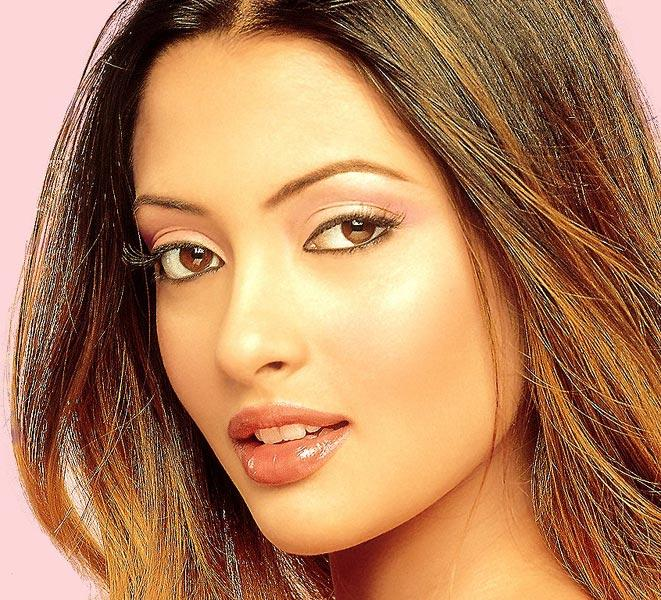 Riya Sen Romantic Look Wallpaper