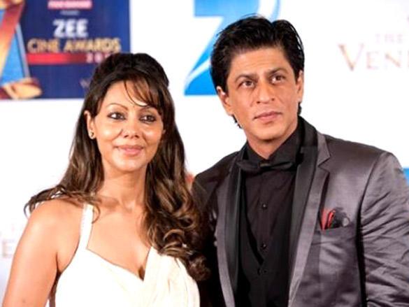 SRK and Gauri at Zee Cine Awards 2012